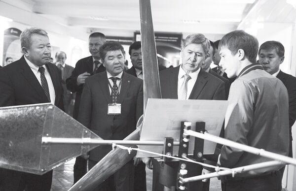 """А.Атамбаев, КР Президенти: """"Экономикалык долбоорлорду ишке ашырууга жөндөмдүү студенттерди кеңири тартуу зарыл"""""""