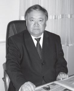 """Төлөбек Камчыбеков, КЭУнун ректору: """"Өзүн-өзү каржылоого өткөнү сарамжалдуулукка үйрөндүк"""""""