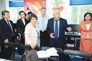 Розе Отунбаевой присвоено звание Почетного профессора КГТУ имени И. Раззакова