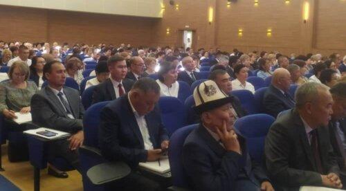 МИНИСТР Б.КУПЕШЕВ АГАРТУУЧУЛАРГА ЫРААЗЫЧЫЛЫК БИЛДИРДИ